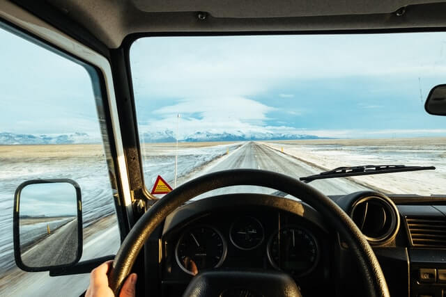 5 Tips to Stop a Windshield Crack from Spreading